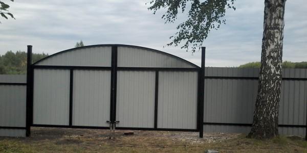 Забор с арочными распашными воротами - 2