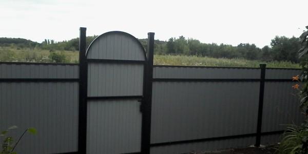 Забор с арочными распашными воротами - 3