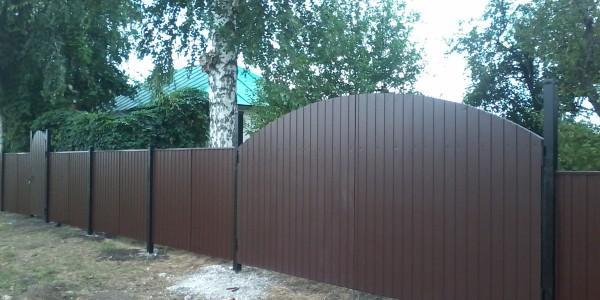 Забор с арочными распашными воротами - 8
