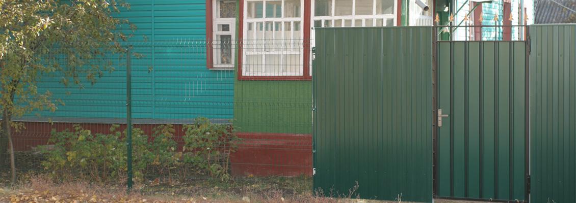 Забор для дома в селе