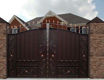 Кованные ворота со встроенной калиткой