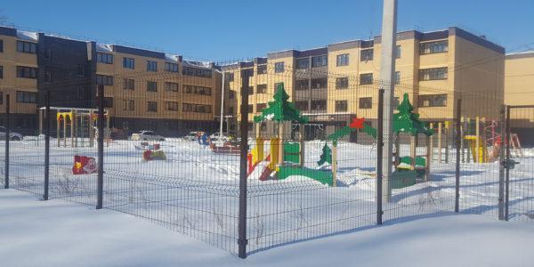 Забор из 3D сетки для детской площадки