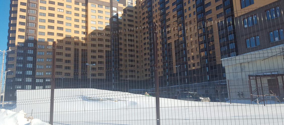 Ограждение из сетки для жилого комплекса