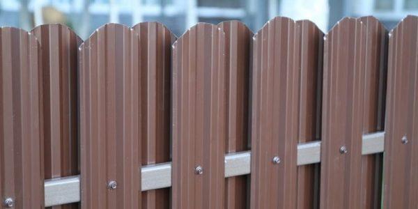 Готовый забор из металлоштакетника с калиткой двухсторонний - 5