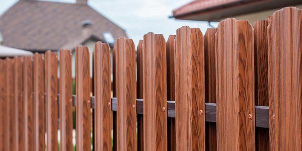 Готовый забор из металлоштакетника с калиткой двухсторонний - 3