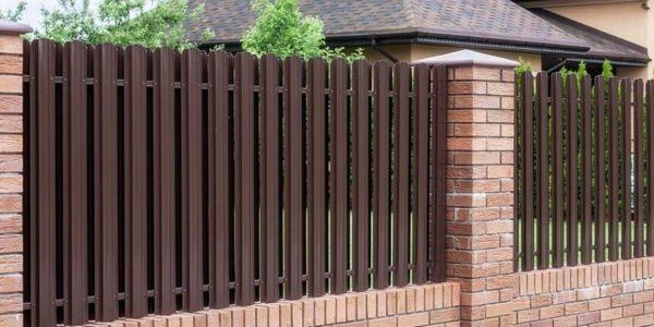 Готовый забор из металлоштакетника с калиткой двухсторонний - 2