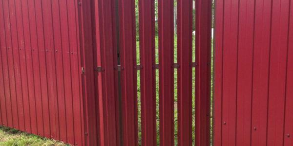 Забор с калиткой из евроштакетника - 41