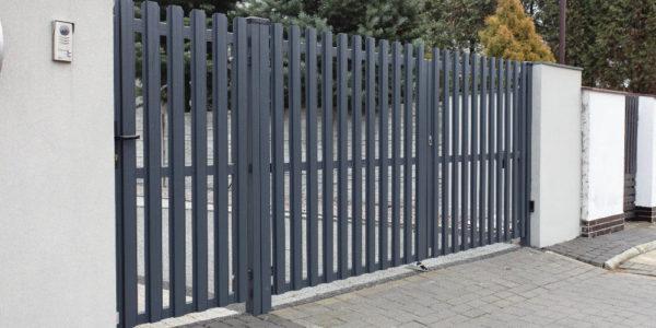 Ворота и забор из евроштакетника - 49