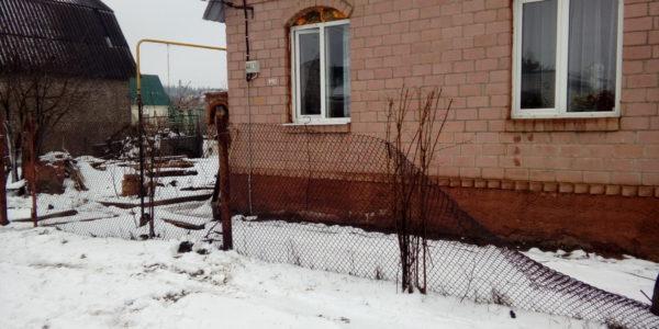 Ограждение кирпичного дома