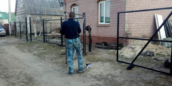 Забор из профлиста в Медовке - монтаж
