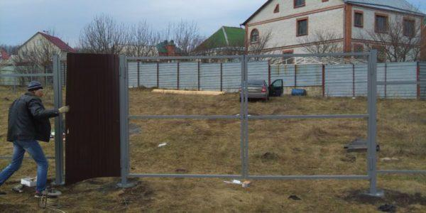 Забор из профлиста в микрорайоне Южный