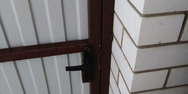 Забор с кирпичными вставками и откатными воротами - 2