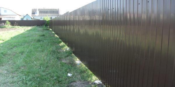 ЗАбор из металлопрофиля на участке - 29