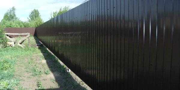 Забор из профлиста в посёлке Тенистый