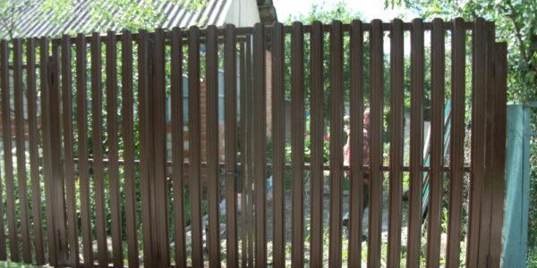 Забор из металлического штакетника - 29