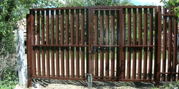 Забор из металлического штакетника П-образного -3