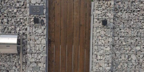 Забор из габионов с деревянными элементами - 8