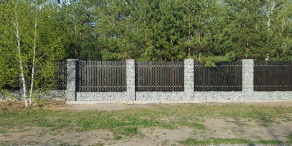 Забор из габионов с деревянными элементами - 12
