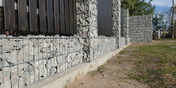 Забор из габионов с деревянными элементами - 13