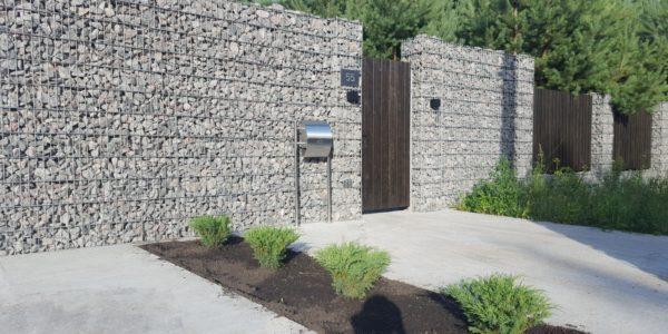 Забор из габионов с деревянными элементами - 6