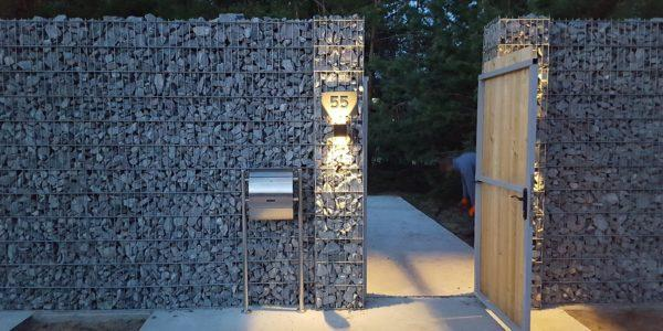 Забор из габионов с деревянными элементами - 9