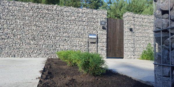 Забор из габионов с деревянными элементами - 2