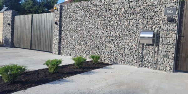 Забор из габионов с деревянными элементами - 7