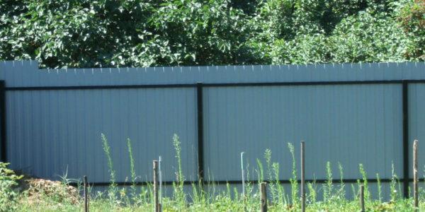 Забор из профлиста в деревне Девица - вид изнутри 3