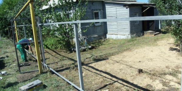 Забор из профнастила ral8017 в Воронеже - 2