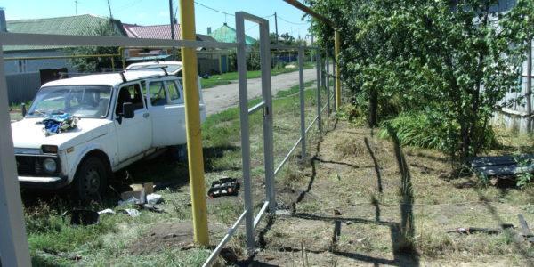 Забор из профнастила ral8017 в Воронеже - 5