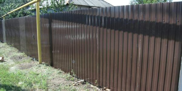 Забор из профнастила ral8017 в Воронеже - 6