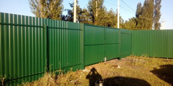 Забор из профнастила в селе Парусное - 15