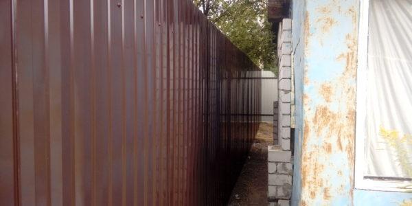 Забор из профлиста полтора-метровый