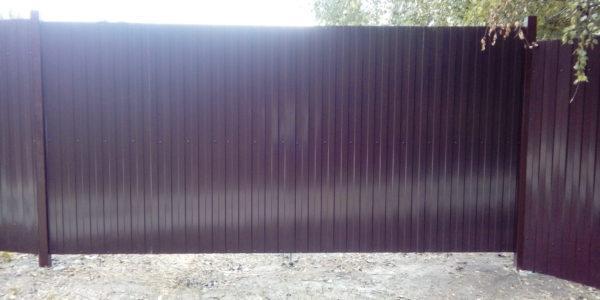 Фиолетовый профнастил забор