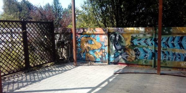 Забор с граффити