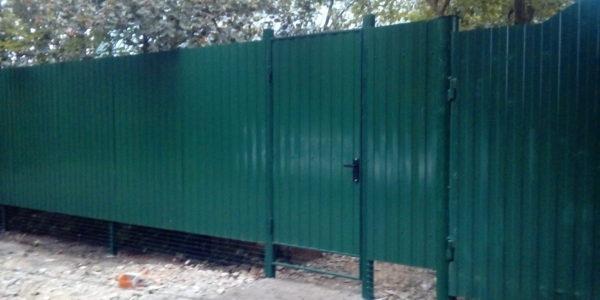 Забор из профнастила ral8017 в Воронеже - 13