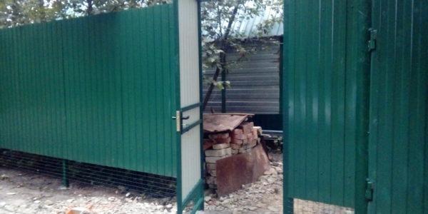 Забор из профнастила ral8017 в Воронеже - 15