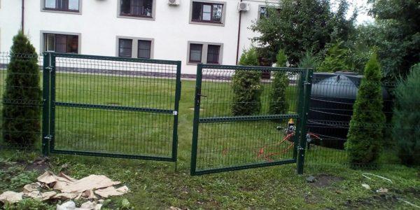 Металлические ворота из сетки рабицы