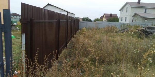 Забор на земельном участке - 14