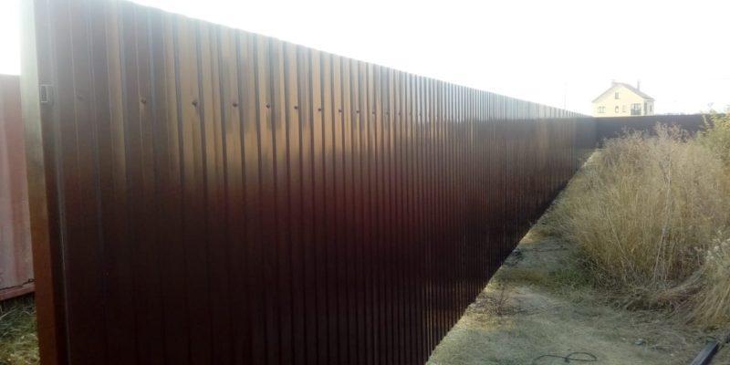 Забор из профнастила на ленточном