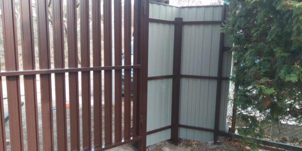 Забор из металлического штакетника - 43