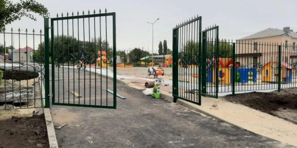 Промышленные распашные въездные ворота