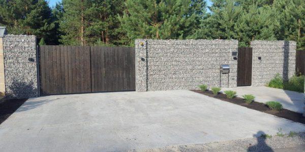 забор из габионов с воротами