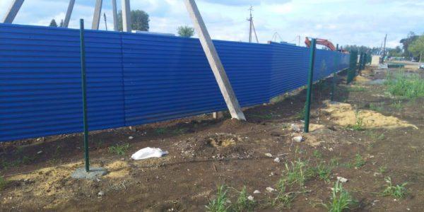синий забор из металлопрофиля