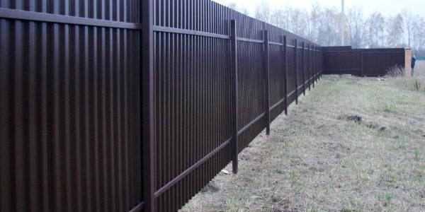 забор из металлопрофиля с калиткой