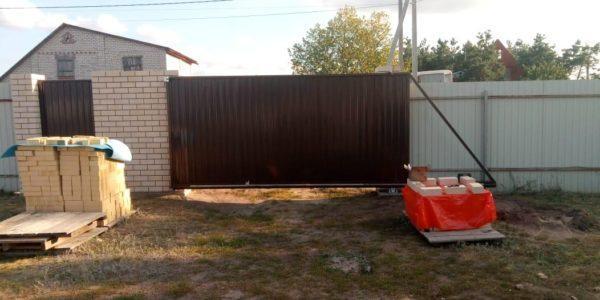 откатные ворота во двор