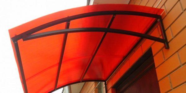 красный козырек из поликарбоната